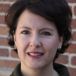 carrie arnold headshot